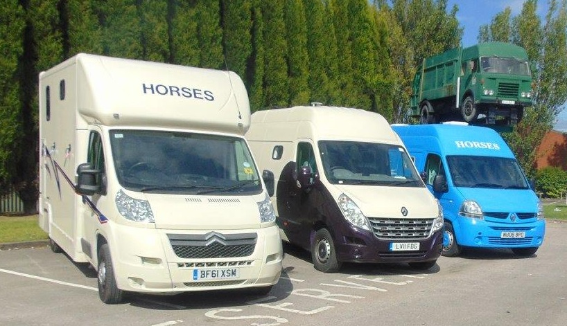 Horsebox, Carries 2 Stalls With Living