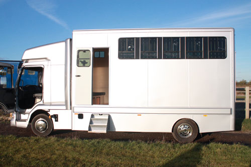 Horsebox, Carries 2 stalls 03 Reg - Kent