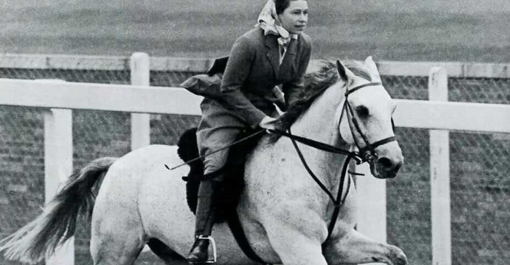Queen Elizabeth on Surprise at Ascot in 1961